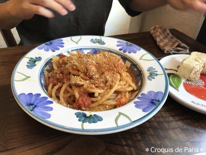 10Sちゃんは鮪とミント、トマトソースのブカティーニ
