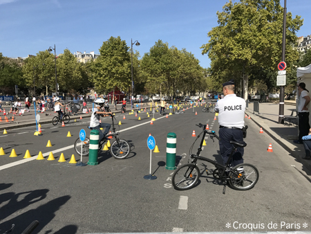 3警察は自転車の交通指導
