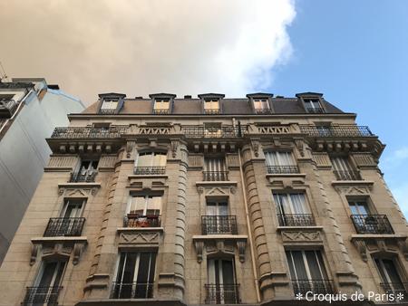 8建物と空と雲と光のバランス