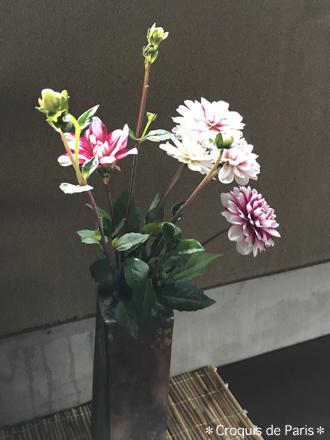 4なんてことなさげに花