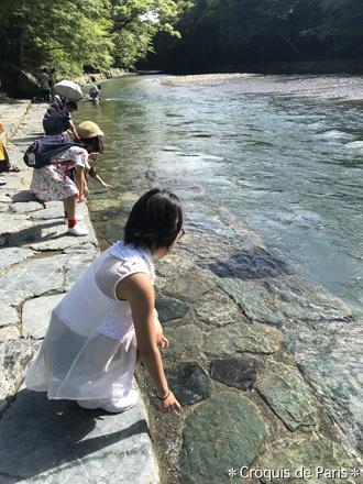 6五十鈴川で手洗い 御手洗