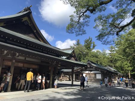 8荘厳な神楽殿