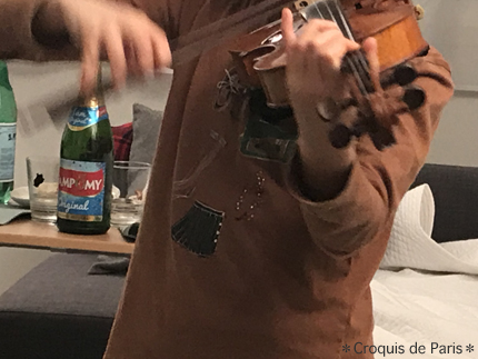 4Uちゃんがバイオリンを弾いてくれました