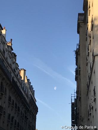 1朝に残る月
